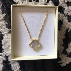 Jewelry - Mother of pearl four clover leaf necklace